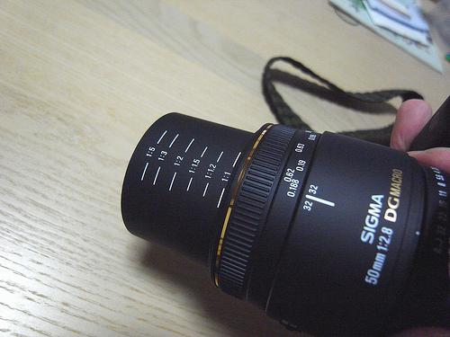 シグマ 50mm F2.8 DG MACRO