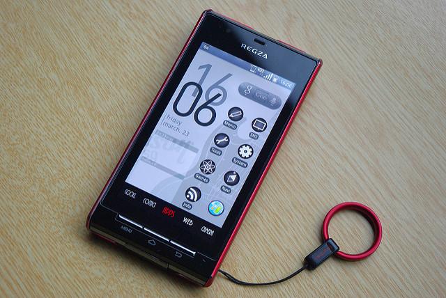 REGZA PHONE IS04